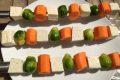 Grillspiesse-mit-Rosenkohl-und-Karotten-scaled