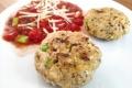 Reisfrikadellen-mit-Käse-und-Tomatensosse
